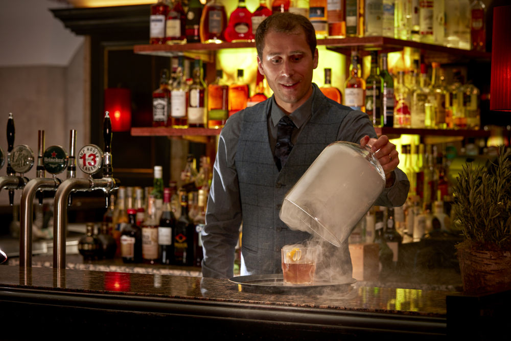 The Mint Bar Bar – Mixologist in Action